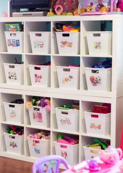 Beschriftete-Spielzeugbehälter-Leser-Raum-am-Herz-Organisieren