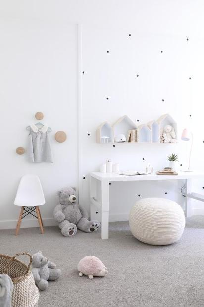 Knitted-pouf-as-kids-desk-chair