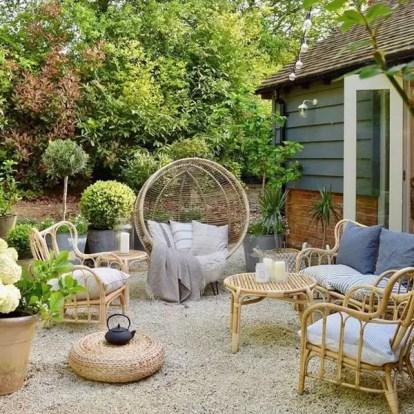 Outdoor-backyard-living-spaces-with-boho-chic-garden