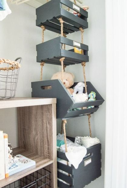 Painted-pallet-boxes-hanging-on-ropes-in-the-corner-provide-much-storage-space-using-the-dead-space-in-the-corner