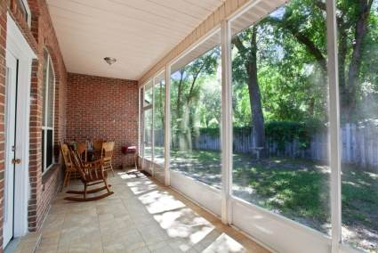 Veranda-screened-in-porch-with-chairs