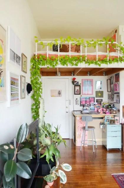 Ein-Loft-Schlafzimmer-akzentuiert-mit-einer-Innen-Rebe-ist-eine-schöne-Idee-um-diesen-Raum-noch-mehr-abzutrennen