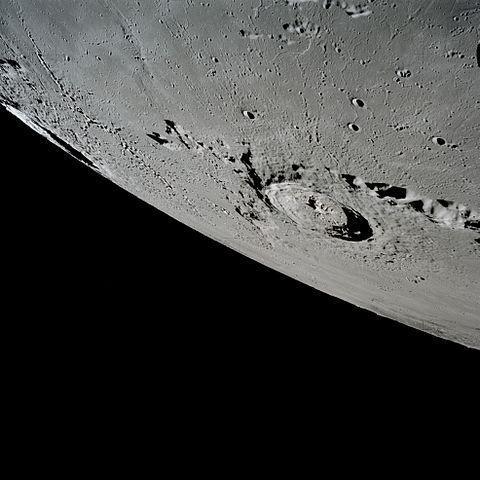 cráter Eratóstenes