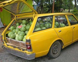 coche cargado de sandías