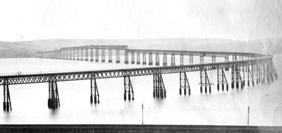 Original_Tay_Bridge_before_the_1879_collapse