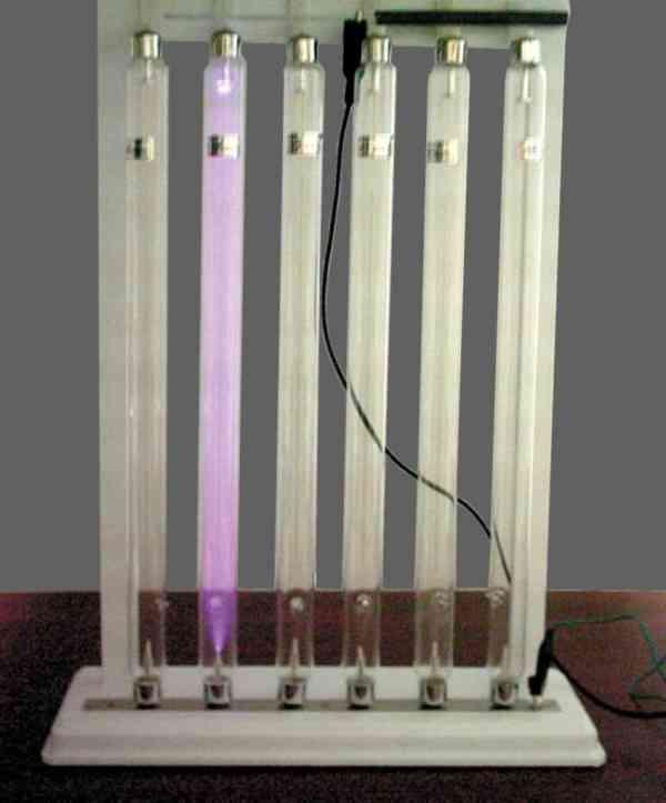 Tuburi pentru studiul descarcarilor in gaze rarefiate 7
