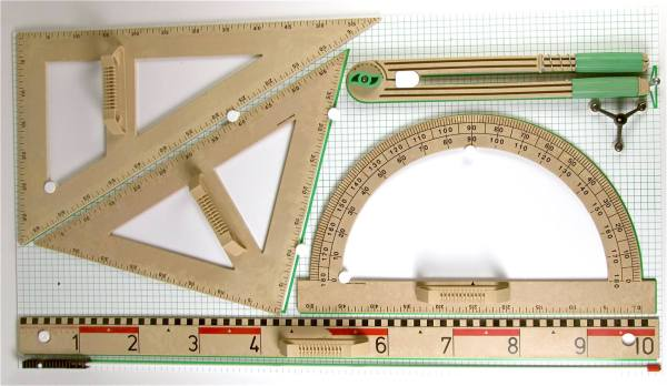 Trusa de instrumente geometrice pentru tabla din lemn reciclat 4