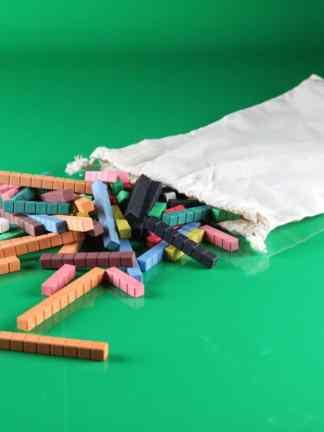 Numaratoare colorata cu piese din lemn reciclat