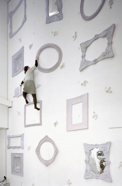 """alt=""""interior-design-tendenza-white-minimal-nendo-illoiha-fitness-gym-installazione"""""""