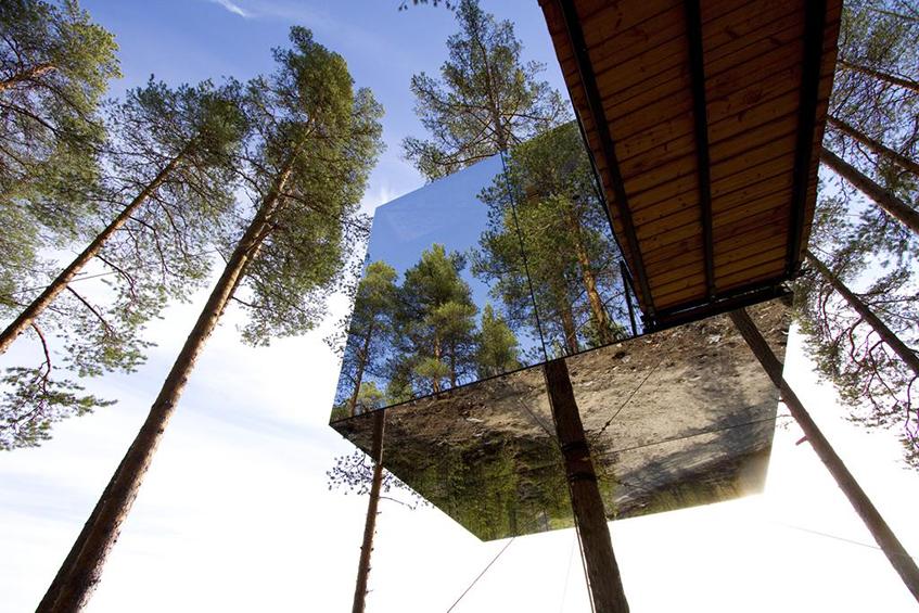 """alt=""""Camouflage e architettura - Tree hotel - Svezia - Casa su albero"""""""
