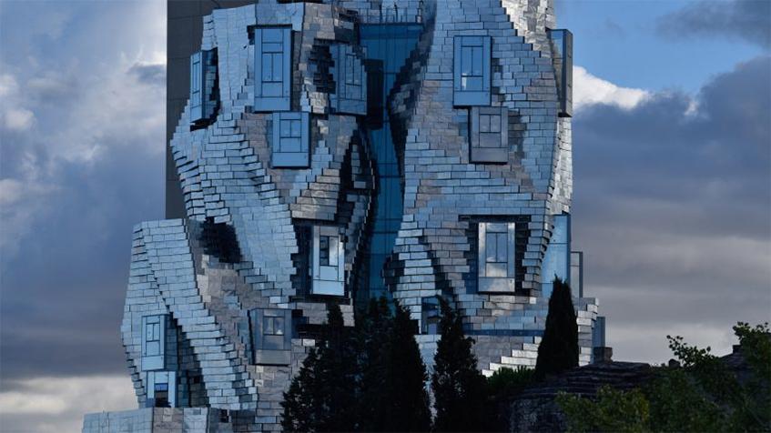 "alt=""Alluminio tra riciclabilità e design"" - Frank Ghery - Luma Arles - Parc des ateliers"""