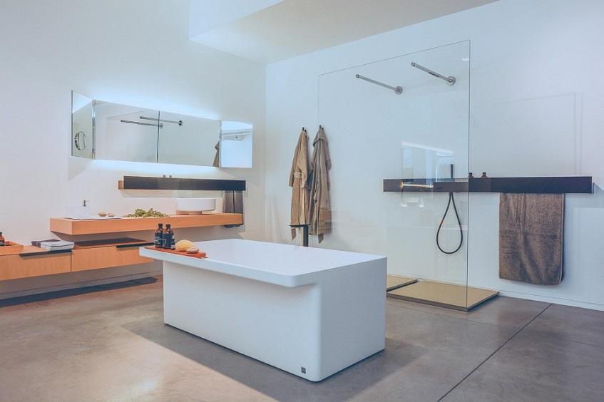 """alt=""""Un bagno dalla forma squadrata - Marsiglia vasca - Agape"""""""