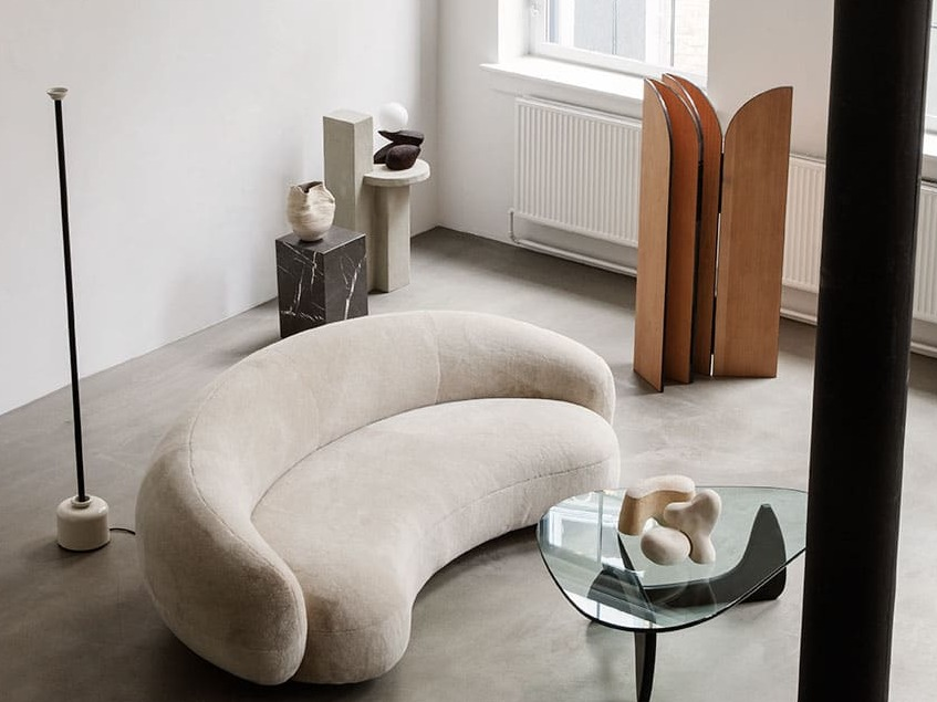 "alt:""materialiedesign bianco interior design divano julep tacchini jonas wagell"""