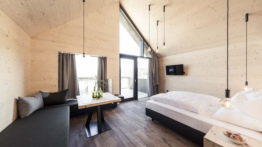 "alt: ""materialiedesign - turismodiprossimità - HotelPfösl - chalet"""