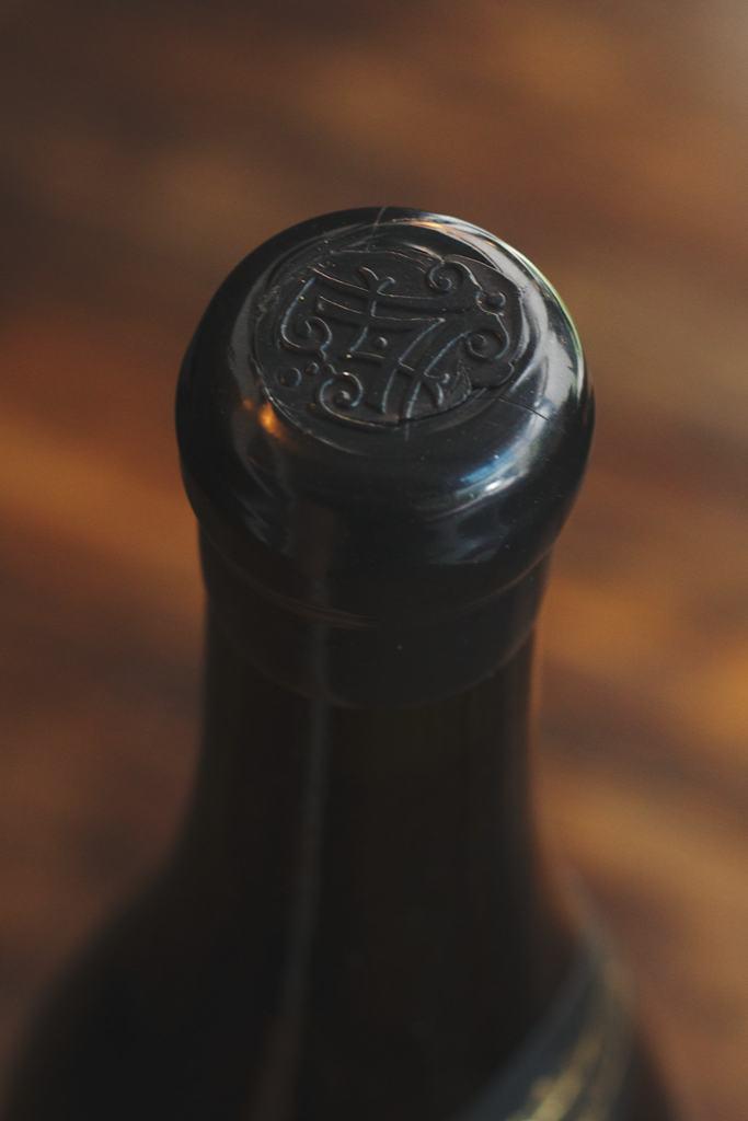 Sebastian Kellers Weine sind für- lange Reifezeit gemacht. Daher auch der zusätzliche Wachsschutz