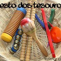 Cesto dos Tesouros: uma atividade sensorial Montessori