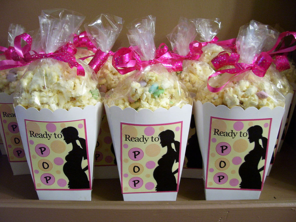 C mo organizar un baby shower perfecto ideas trucos y for Decoracion para pared de baby shower