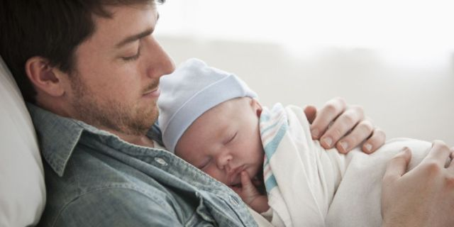 padre con bebe