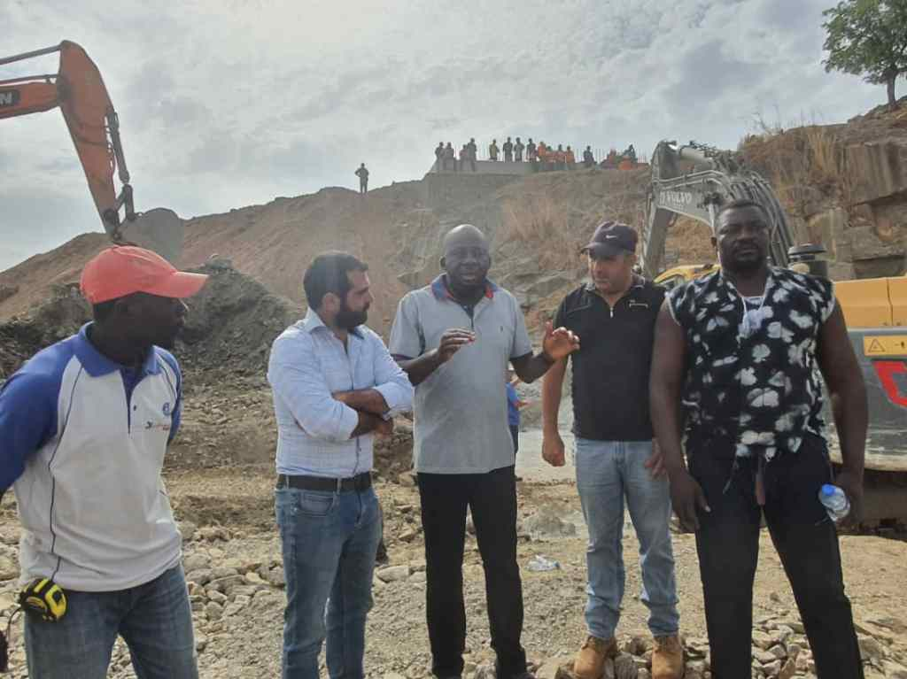 Engage indigenous suppliers artisans labourers Hon Donjur charges contractors 2
