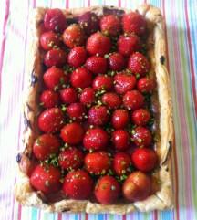 Erdbeer-Quark-Marzipantorte gebacken - ganz