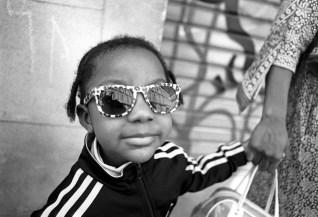 Little Black girl and sunglasses panier