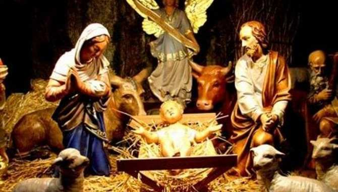 Prier Marie à la crèche
