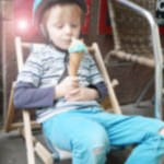 Kleiner Eis-Genießer auf St. Pauli