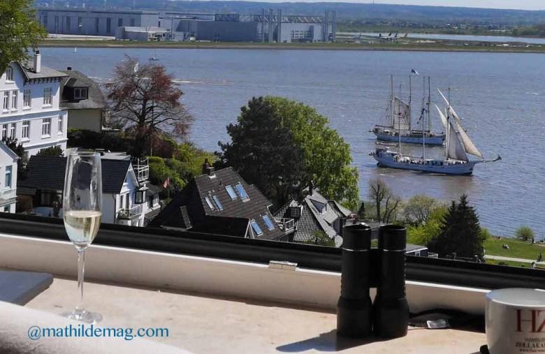 Segelschiffe vor dem Hamburger Hafen