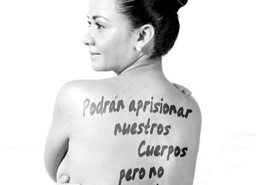 """MARCELA AGUIÑAGA: """"UNA ESPALDA DESNUDA NO PUEDE ESCANDALIZAR A UNA SOCIEDAD"""""""