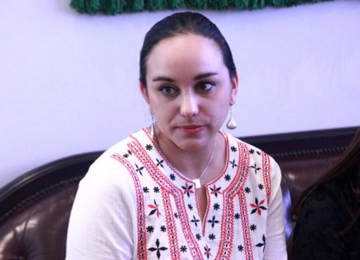 Gabriela Rivadeneira denuncia que no recibe sueldo desde que entró a la embajada