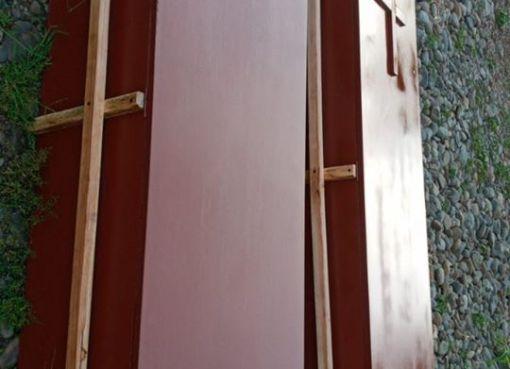 Ante la pandemia de COVID-19, la junta de defensa del artesanos en Quevedo ha decidido gestionar ante varias empresas y aserraderos madera y otros materiales para en conjunto con los maestros de la madera se construyan féretros para las víctimas del coronavirus.
