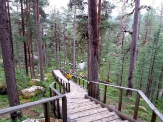 inari-saariselka-karhunpesakivi-portaat