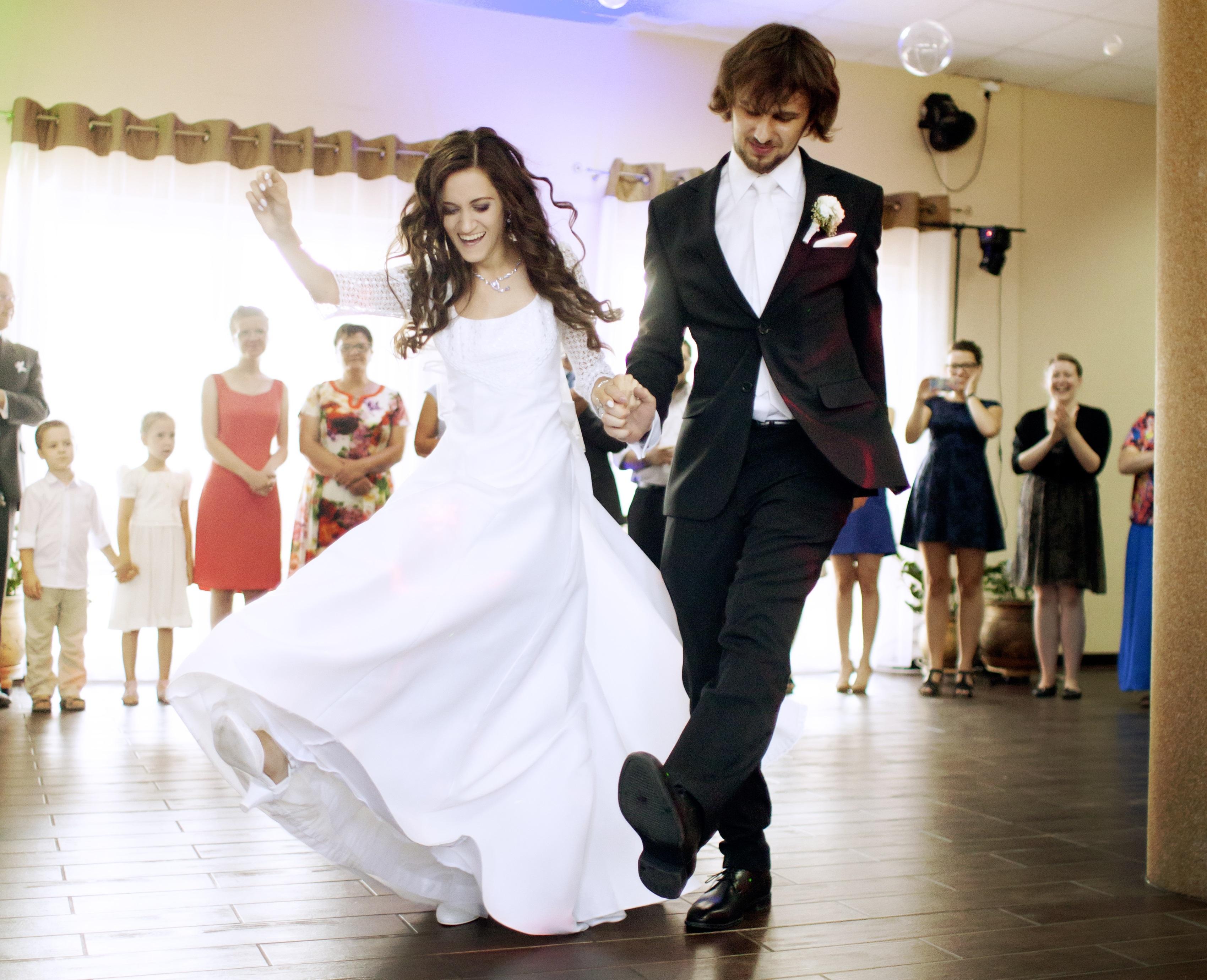 na weselu bezalkoholowym pierwszy taniec