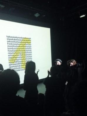 """Performance de Ottar Ormstad, Taras Mashtalir e Alexander Vojjov: """"3 CONCRETE: LONG RONG SONG, NAVN NOME NAME, kakaoase""""."""