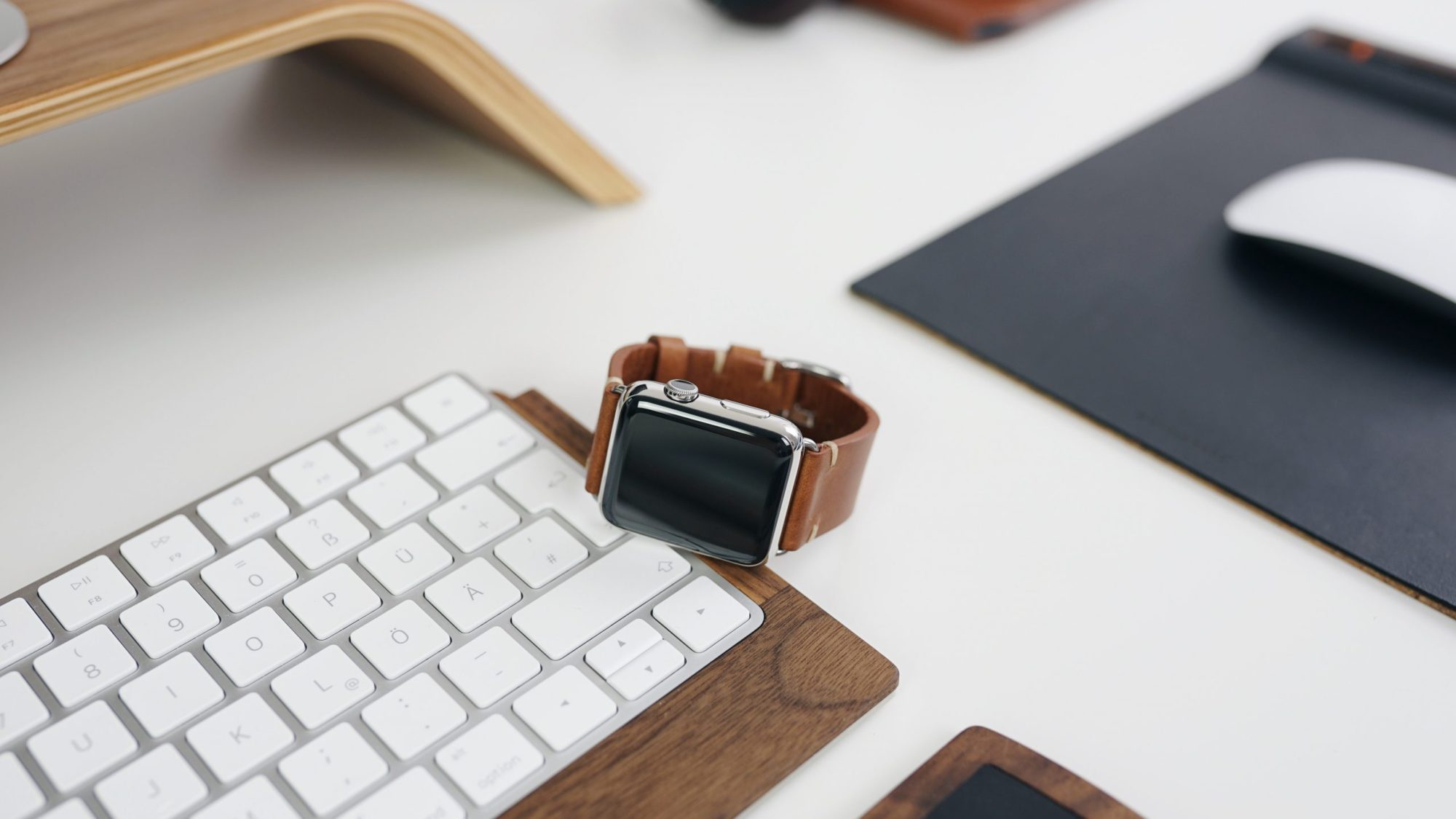 Apple Watch and keyboard