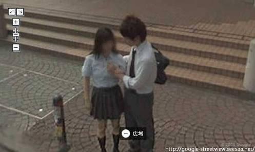 【画像】高校生カップル、路上でお●ぱいを揉みしだく