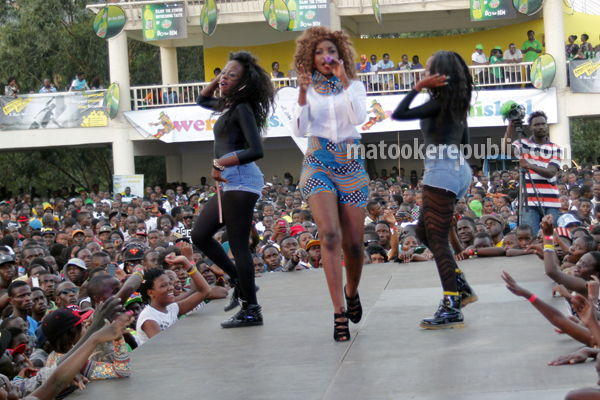 Irene Ntale and her dancers put up an electric performance.