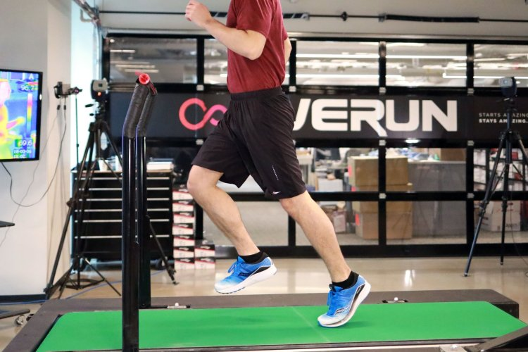 James Barrett getting his stride analyzed at the Saucony Innovation Lab (Example of Toe-Off)