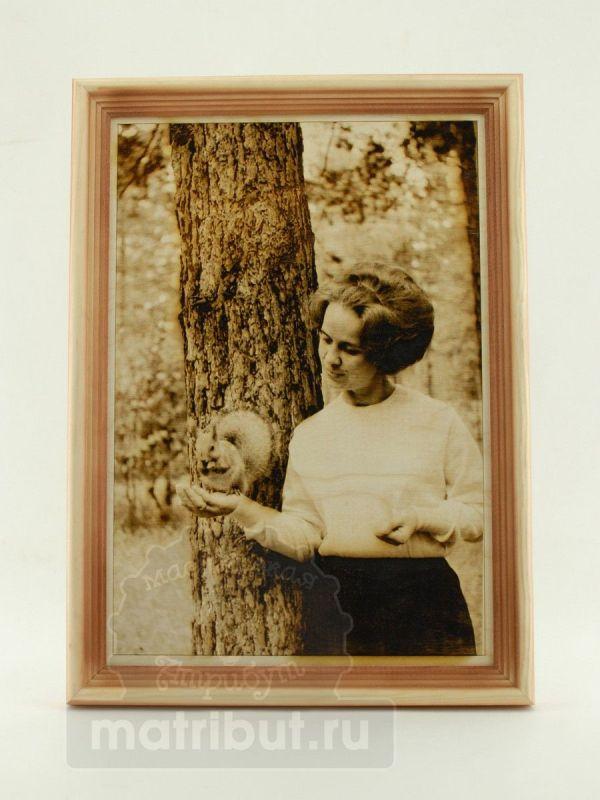 Лазерная гравировка фотографии на дереве