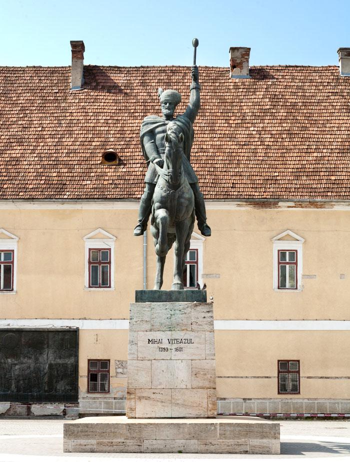 Imaginea lui Mihai Viteazul domină piaţa centrală din Alba Iulia, dar şi conştiinţa românilor