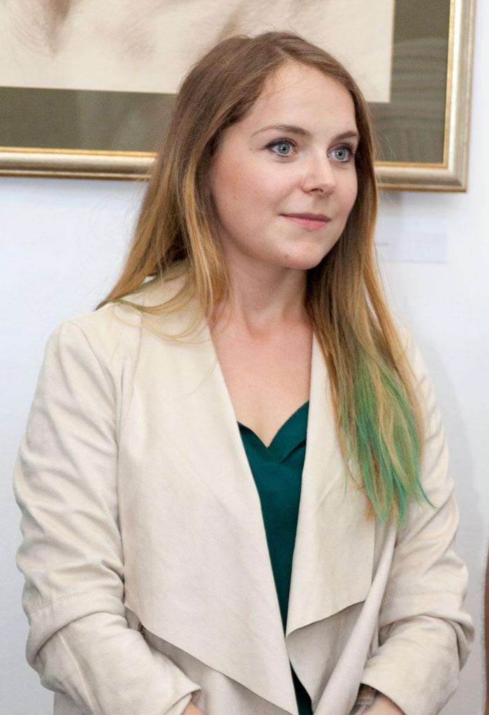 Ioana Teodora Duță, la vernisajul expoziției de la Galeria Orizont