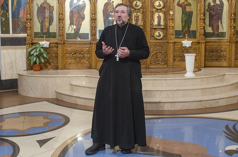 Preotul Ioan Ciuntu, parohul bisericii şi consilier cultural al Mitropoliei Basarabiei