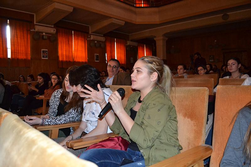 Sesiunea de întrebări-răspunsuri cu idolul lor a fost una dintre cele mai incitante pentru tinerii liceeni