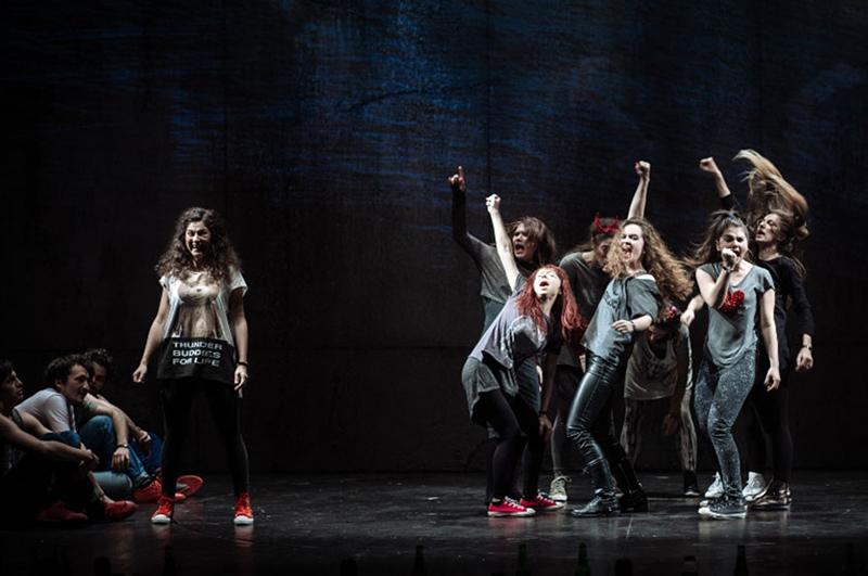 """Actorii din """"TeenSpirit"""" au demonstrat în spectacol atât talent, cât și sinceritate"""