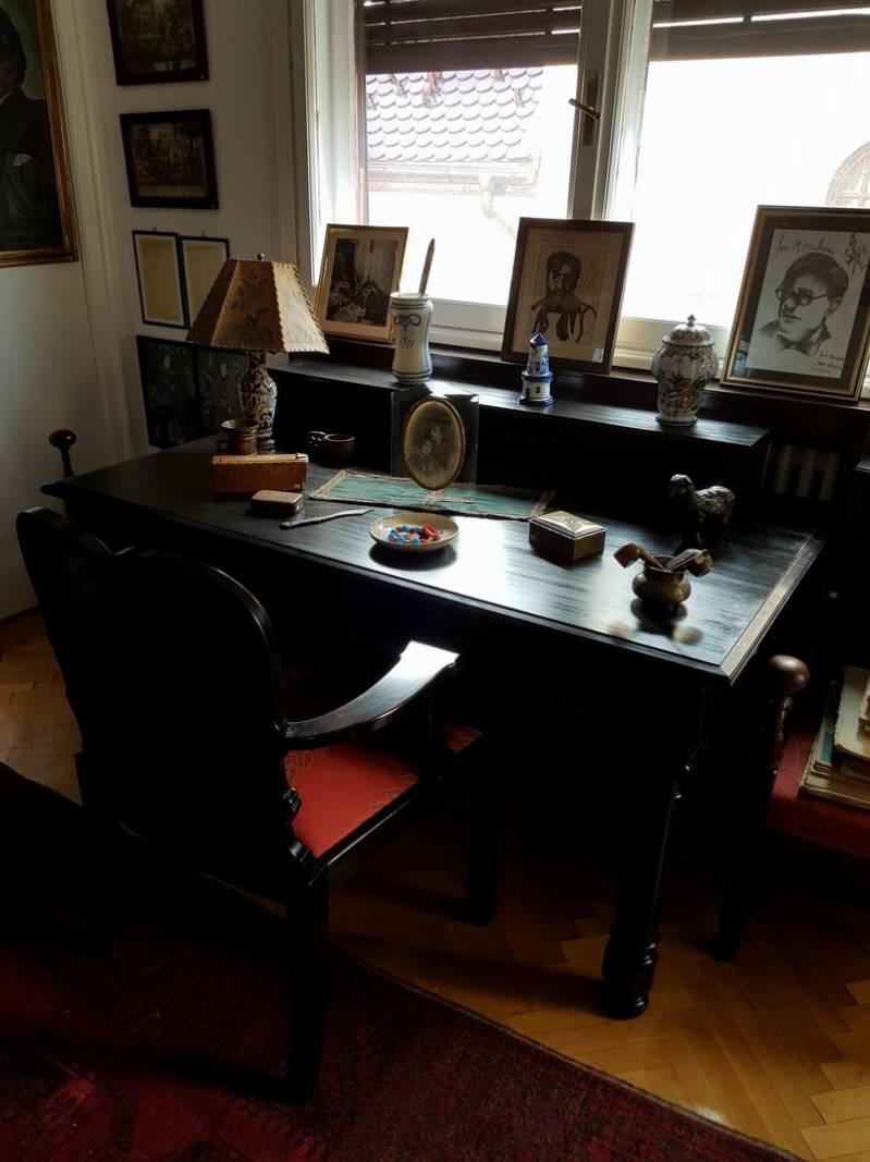 biroul lui Ion Minulescu mare poet simbolist român medaliat cu Legiunea de Onoare