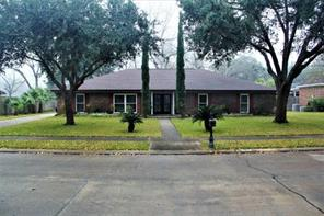 Property for sale at 103 Live Oak Lane, Lake Jackson,  Texas 77566