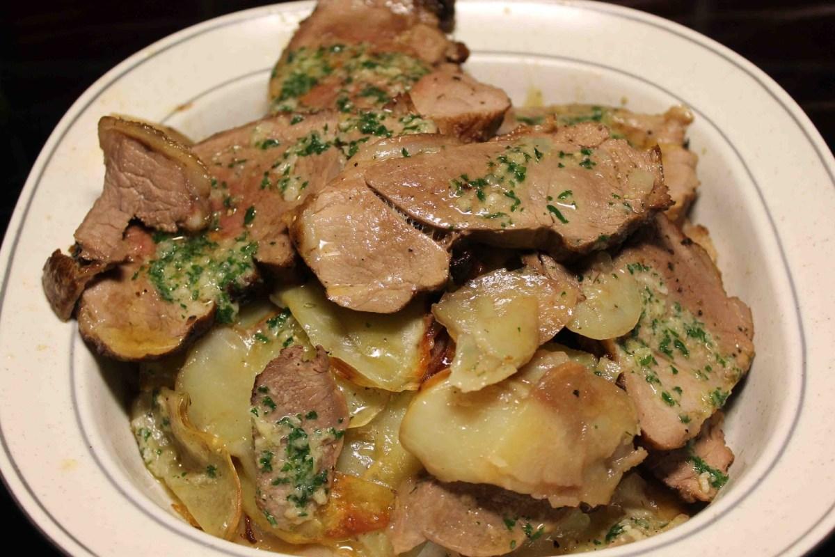 Lammrostbiff, potatis och vitlökssmör i ugn