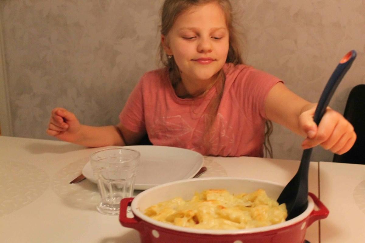 Snabb pastagratäng med skinka