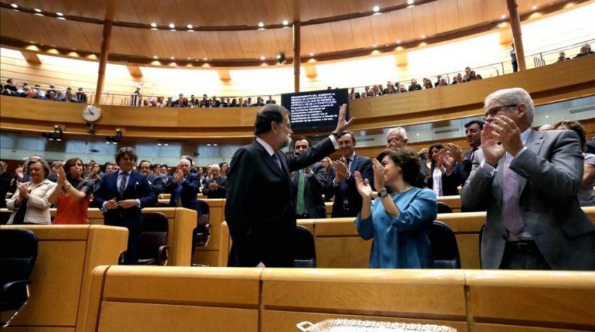 El Senado en pie tras la aprobación del 155