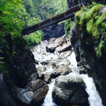 wilde Tobel und reissende Bergflüsse bieten faszinierende Naturschauspiele im Allgäu - matschbar